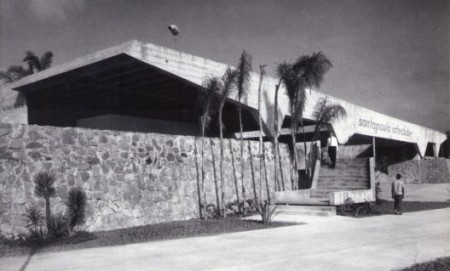 524331d1e8e44e67bf0000af_cl-sicos-de-arquitectura-club-de-yates-santa-paula-vilanova-artigas_04-1_sgbl-528x319